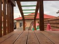 Fa tetős óriás torony kuckóval, lajhármászóval sarok eladó pulttal