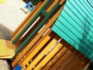 Babaház vidám tetővel
